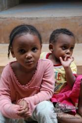 Organizar a los niños era casi imposible, cuando uno se colocaba en la foto otro entraba en el encuadre.