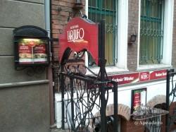 La Bufeteria Tartufo está bajo tierra, como muchos locales en Polonia.