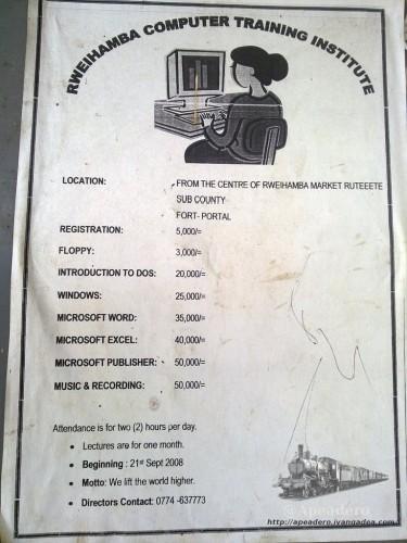 El cartel es de un curso de 2008, pero.. ¡oh sorpresa! ¿Alguien de aquí recuerda el DOS? ¿Y los floppy disk? No quiero ni imaginarme que versión de Word y Excel podrás aprender aquí.