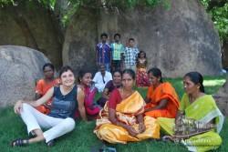 Sin lugar a dudas, la explanada del recinto del templo de Mamallapuram es un lugar ideal para hacer un picnic y conocer gente.