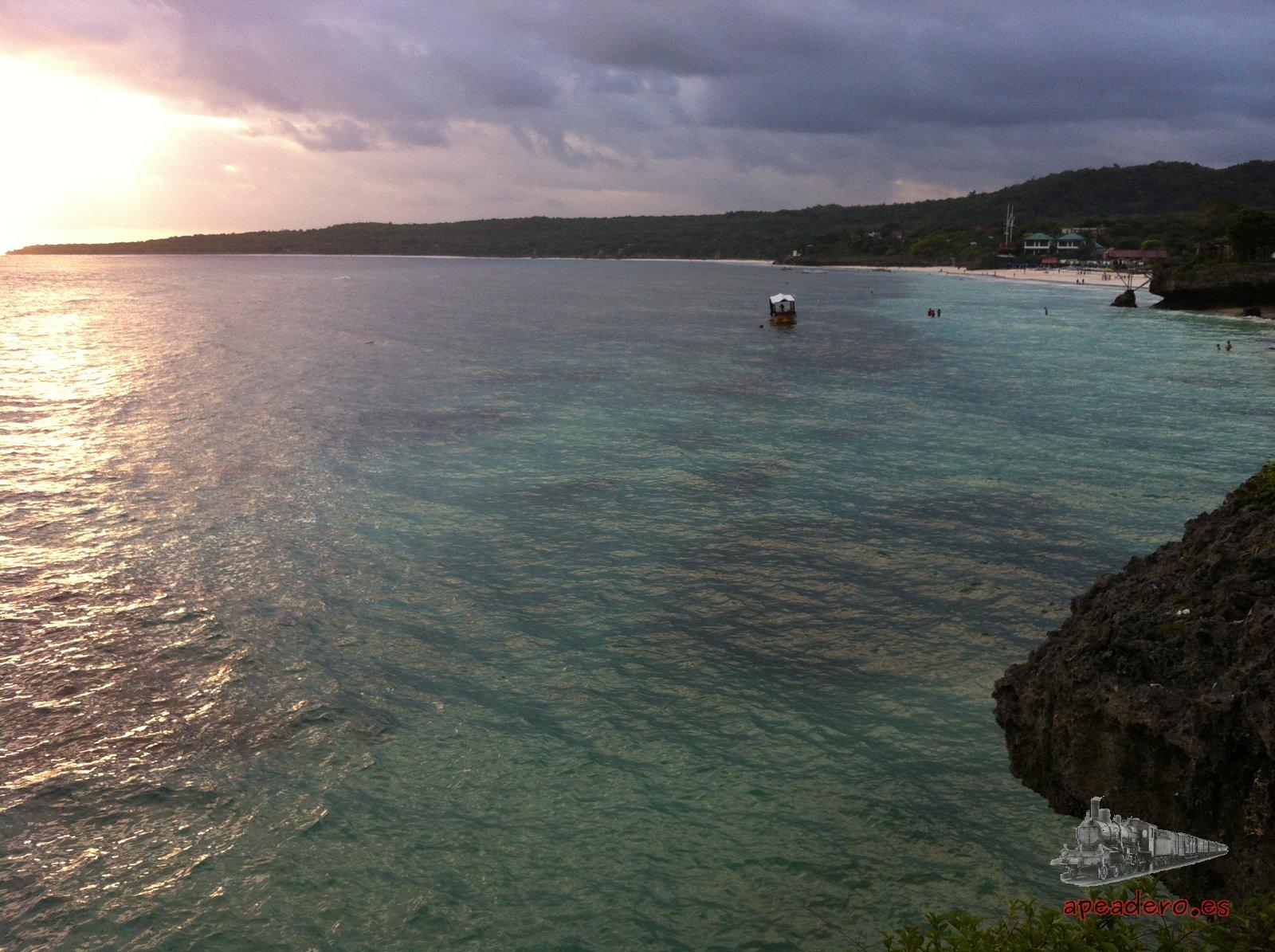 Un atardecer en la playa de Bira es algo especial. Los fines de semana cientos de indonesios abarrotan el mirador.