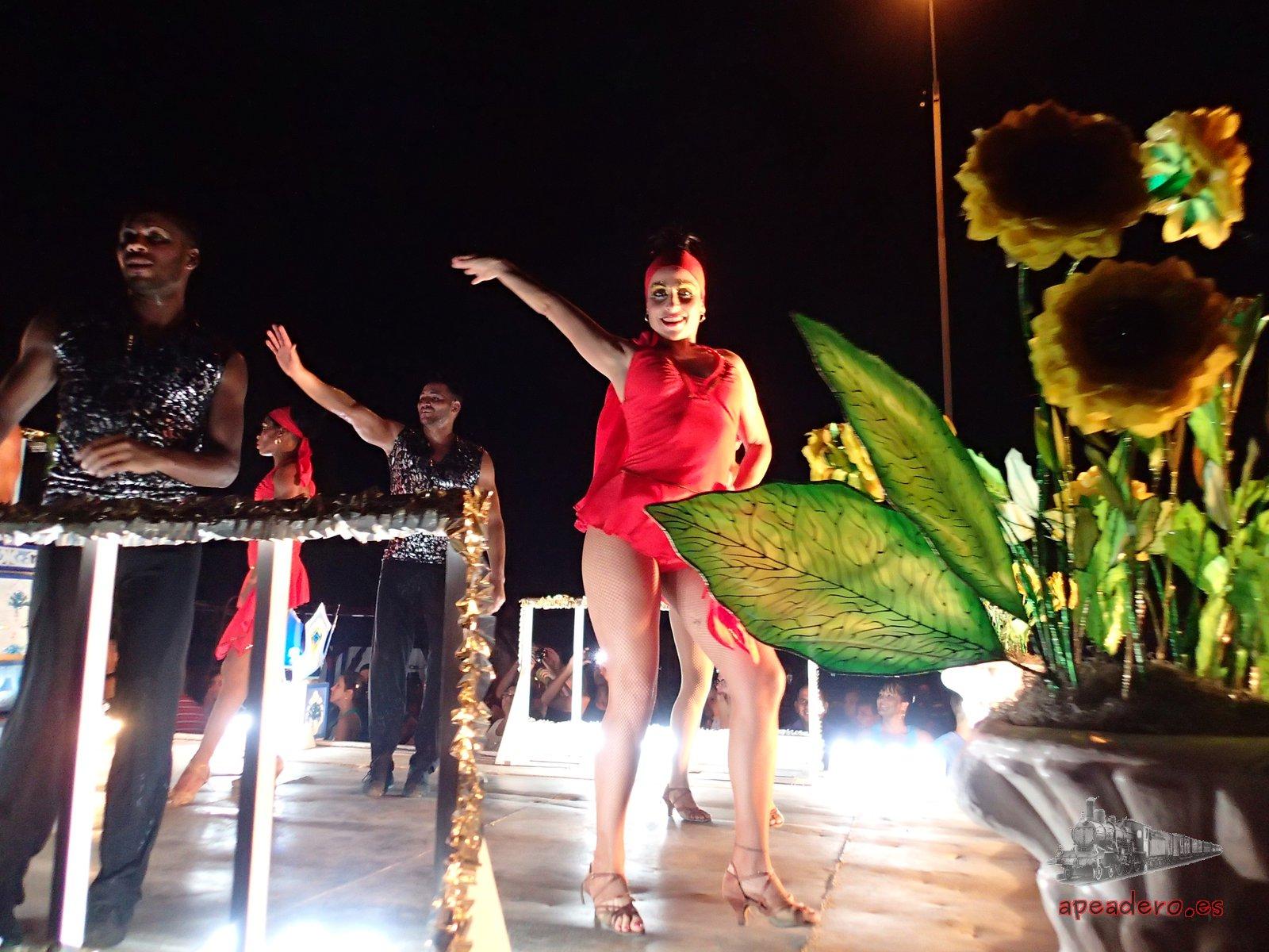 Las coreografías en el carnaval de Cienfuegos eran muy similares a las de La Habana, nada que envidiar en este sentido.