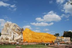 Un enorme buda sentado en Ayutthaya