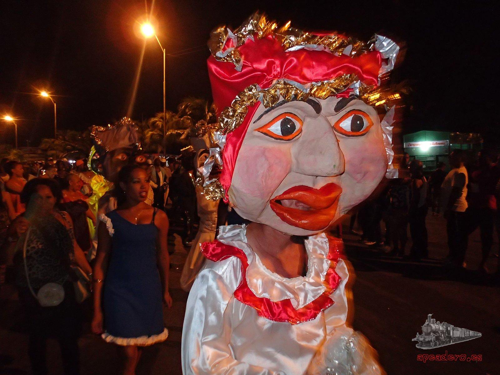 Cabezudo de Cienfuegos el día que visitamos el carnaval de La Habana y Cienfuegos