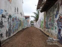 Una de las calles de acceso a la playa desde Buzios. Arte semi-urbano ;)