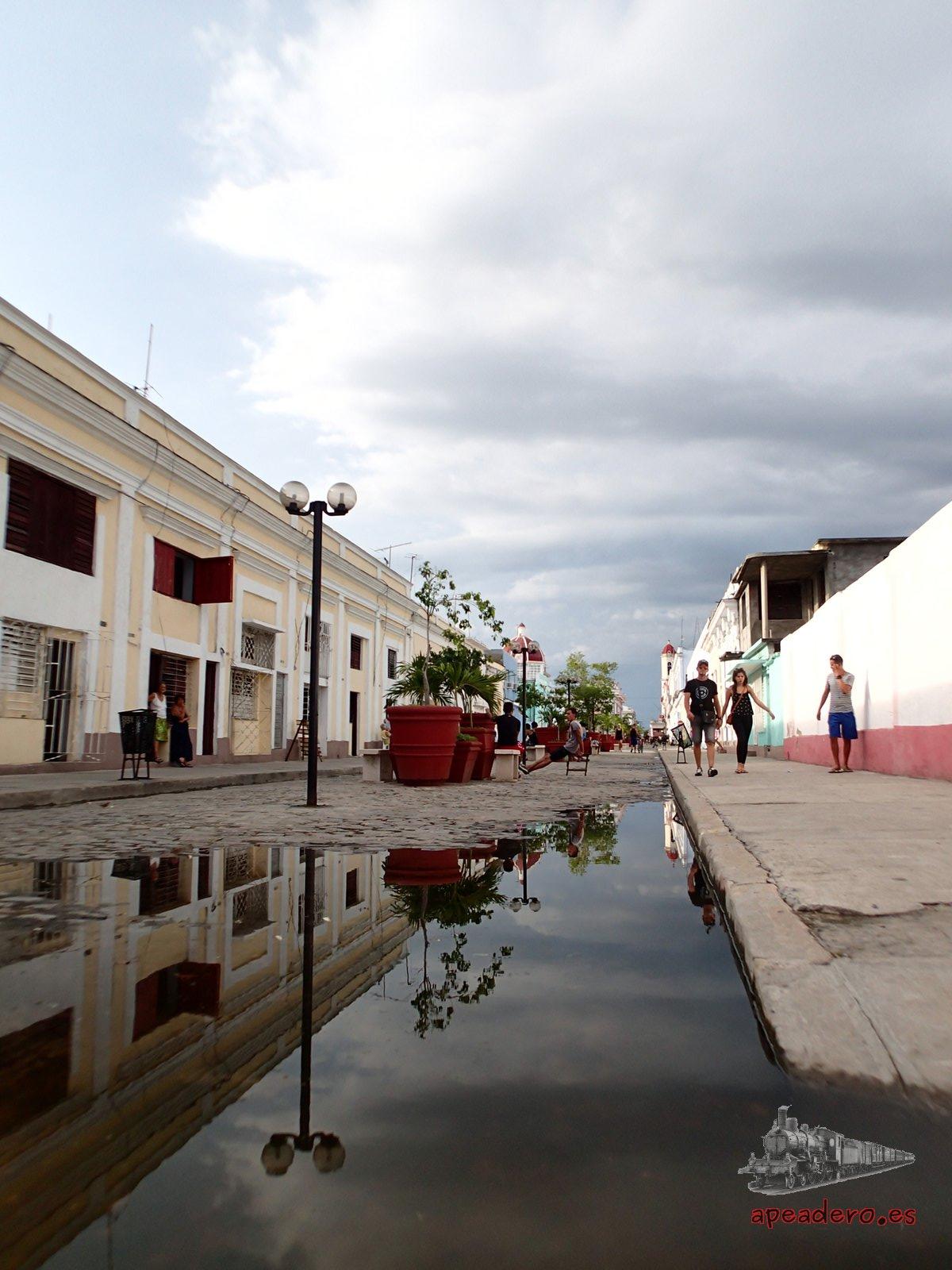Las calles de Cienfuegos son tranquilas y relajadas.