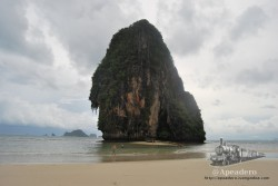 Con la marea baja es posible ir andando hasta islotes como este.
