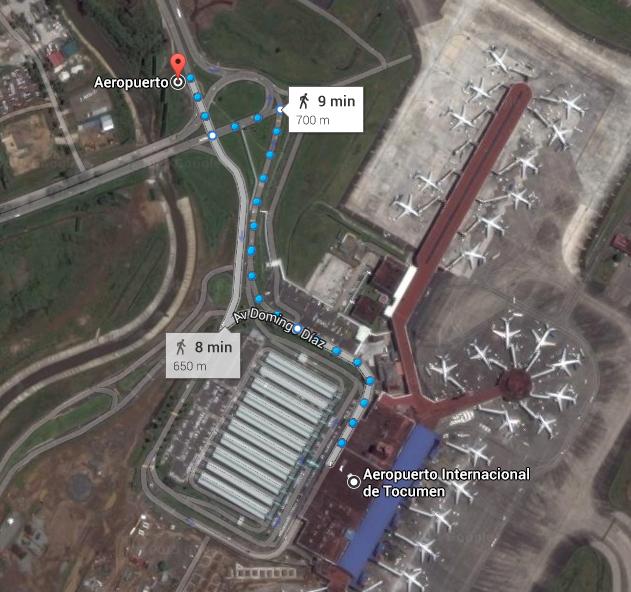 Camino del aeropuerto de Panamá hacía la parada de autobús. Se trata de seguir a la gente que trabaja en el aeropuerto o que vive en Panamá y no quiere pagar un taxi.