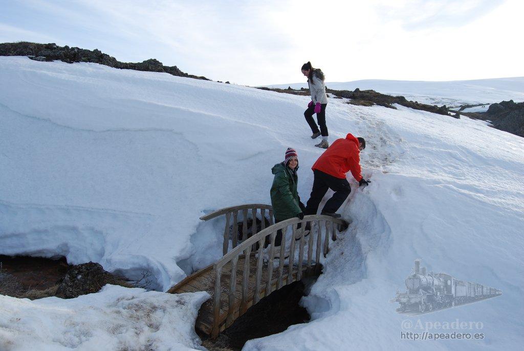 En el norte todavía hay abundante nieve en abril, los senderos se pierden y las trampas aparecen por doquier.
