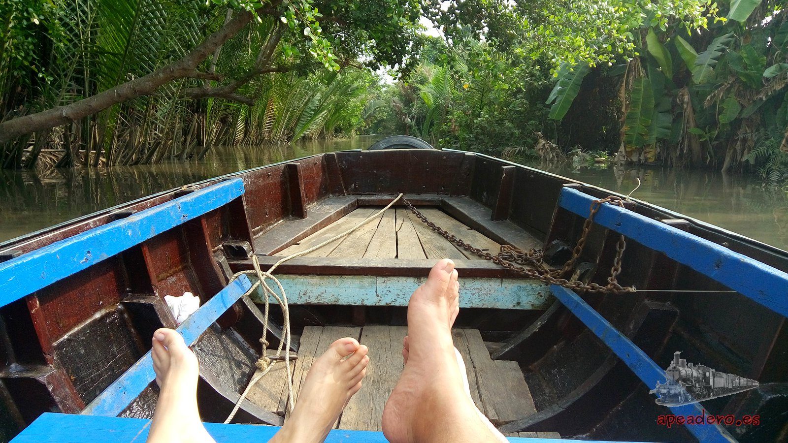 Canales del Mekong en una ruta en moto