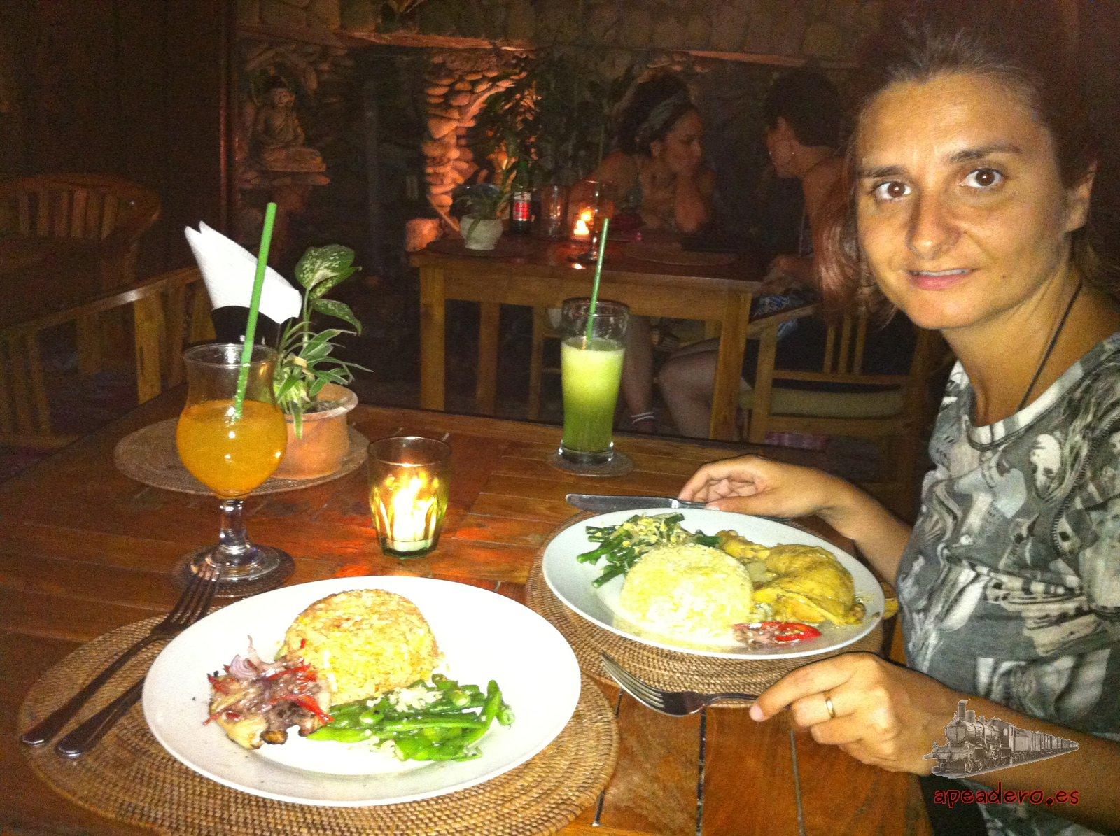 Una noche nos dimos un lujazo y comimos de todo en uno de los 'carísimos' restaurantes a pie de playa. Ni 10 euros de factura, oiga!!