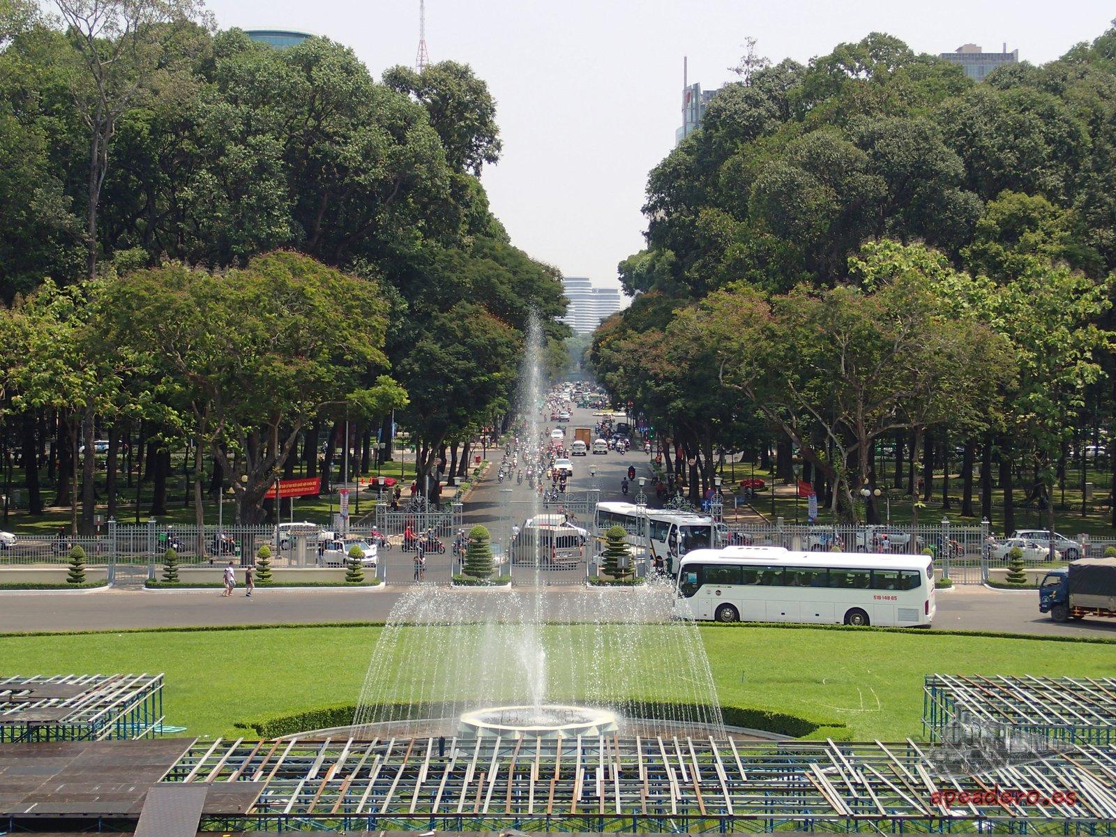 Como cualquier otra gran ciudad Ho Chi Minh tiene un montón de opciones de visita, desde museos y edificios históricos hasta parques y cines al aire libre.