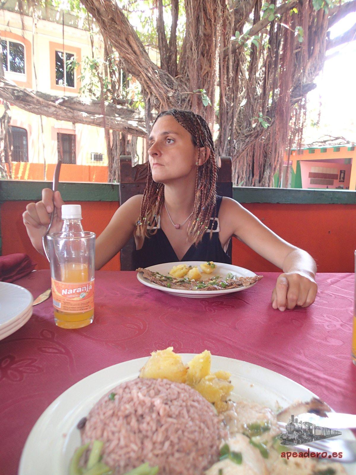 Por la falta de recursos, Cuba no es un paraíso gastronómico, ya que faltan muchas materias primas, pero el ingenio de los cubanos para cocinar, puede llegar a sorprenderte.