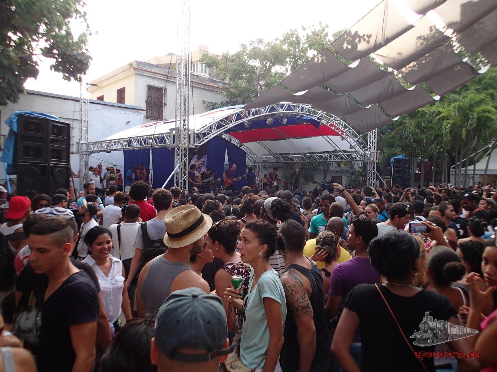 El Pabellón Cuba es un bullicioso centro de entretenimiento para la juventud.
