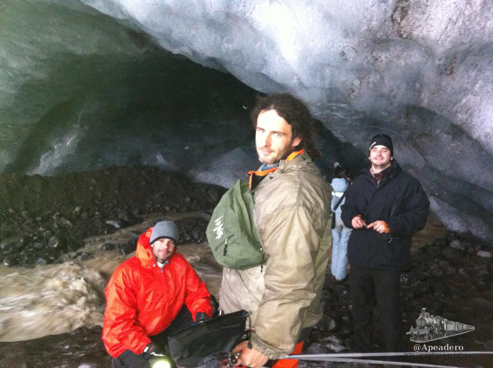 Cómo encontrar las cuevas de hielo en Islandia y cómo caminar sobre el glaciar