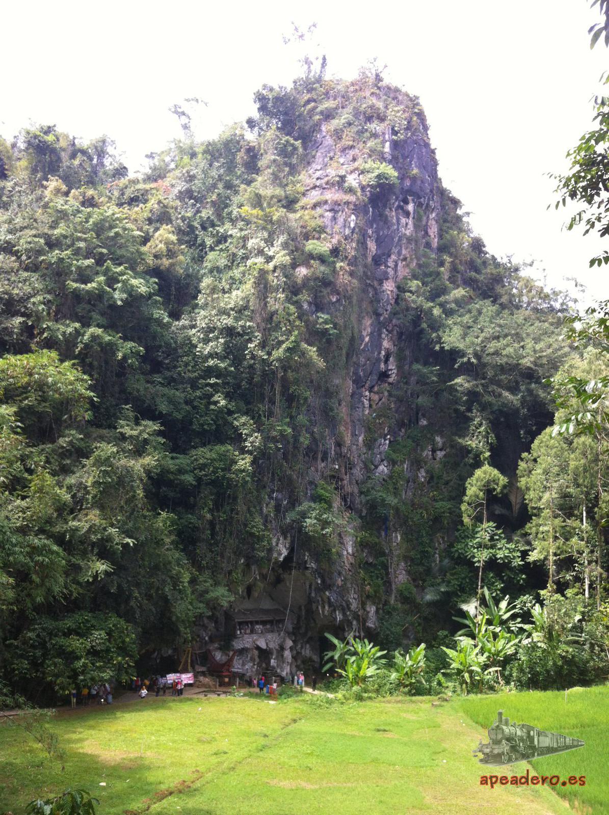 En el interior de estas cuevas de Londa es dónde se realizará la visita más tétrica de Tana Toraja. Llevad vuestra propia iluminación y perderos por sus laberínticas cuevas.