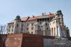 Aunque no lo parezca, este es el famoso castillo de Cracovia, ¿dónde están las almenas?