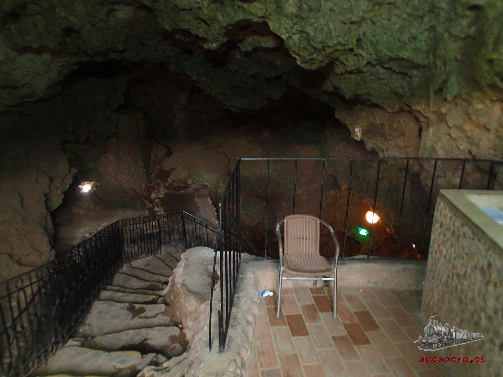 En Trinidad hay una curiosa discoteca dentro de una cueva. Todas las noches está abierta.