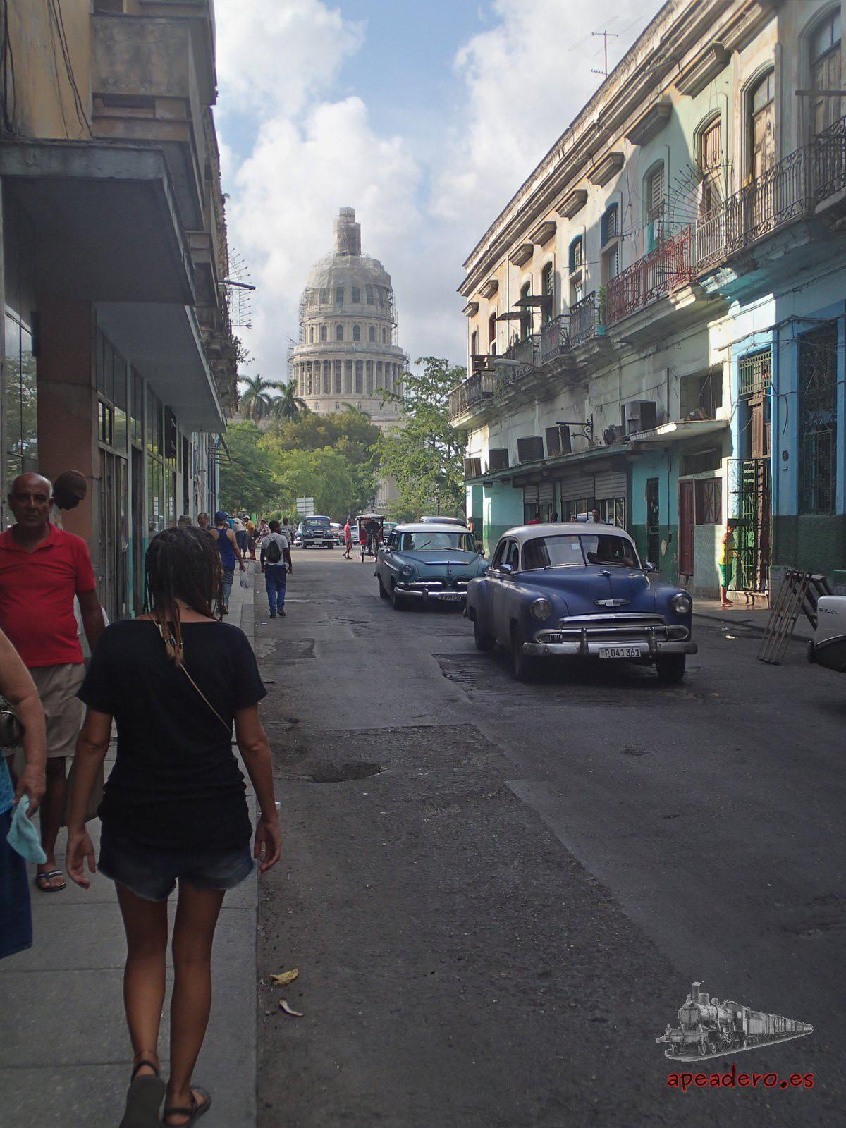 Tras visitar la Habana vieja nos encaminamos al Capitolio para tomar un autobús.