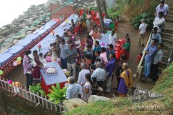 Varkala es elegido por algunos ciudadanos indios para pasar unos días o para sus celebraciones, como este bautizo.