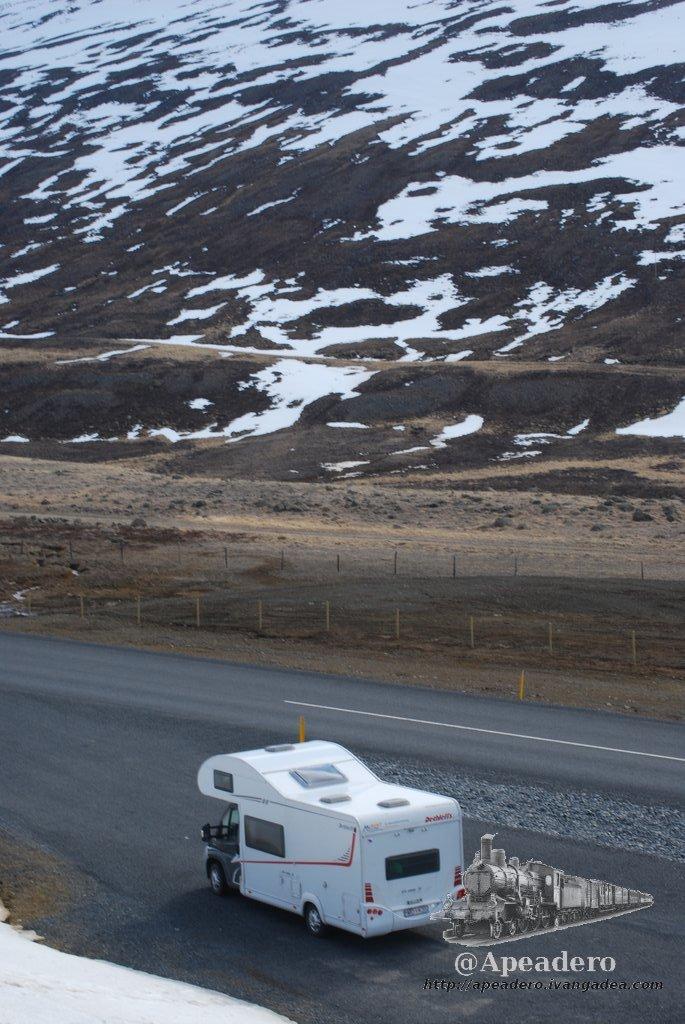 Con la autocaravana puedes ir por caminos no asfaltados, pero no es nada cómodo. Nuestra ruta apenas transitó por unos 100 km de pistas no asfaltadas en total.
