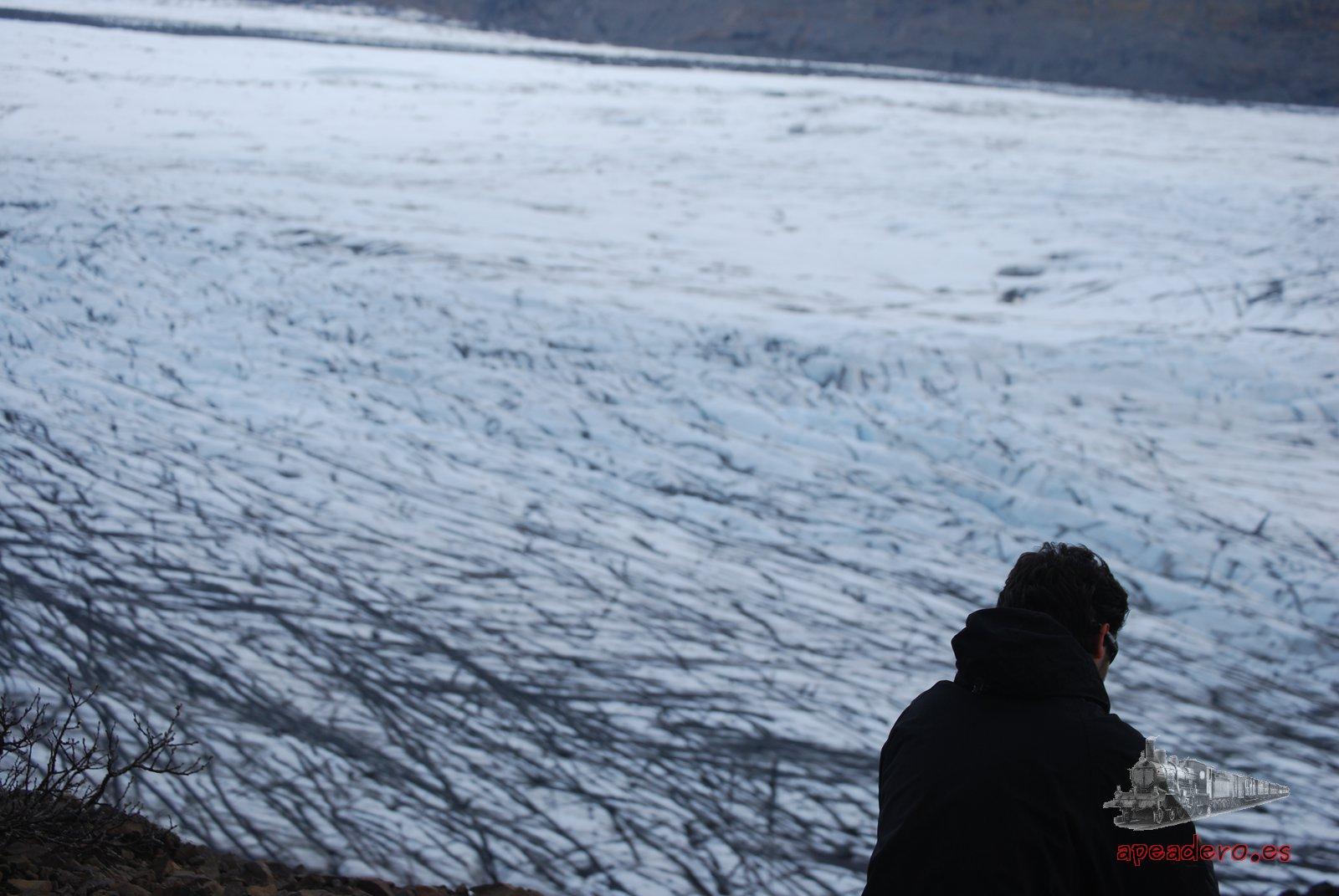 Mirando hacía el lado del glaciar, la vista es sobrecogedora.
