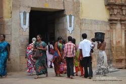 Los templos están siempre sobre-poblados, igual que las calles, pero al menos en Madurai no hay coches a su alrededor.