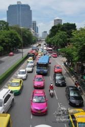 Así es Bangkok, el único lugar de Tailandia dónde hay más coches que motos.