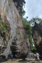 En Railay se puede practicar la escalada en sus paredes casi verticales.