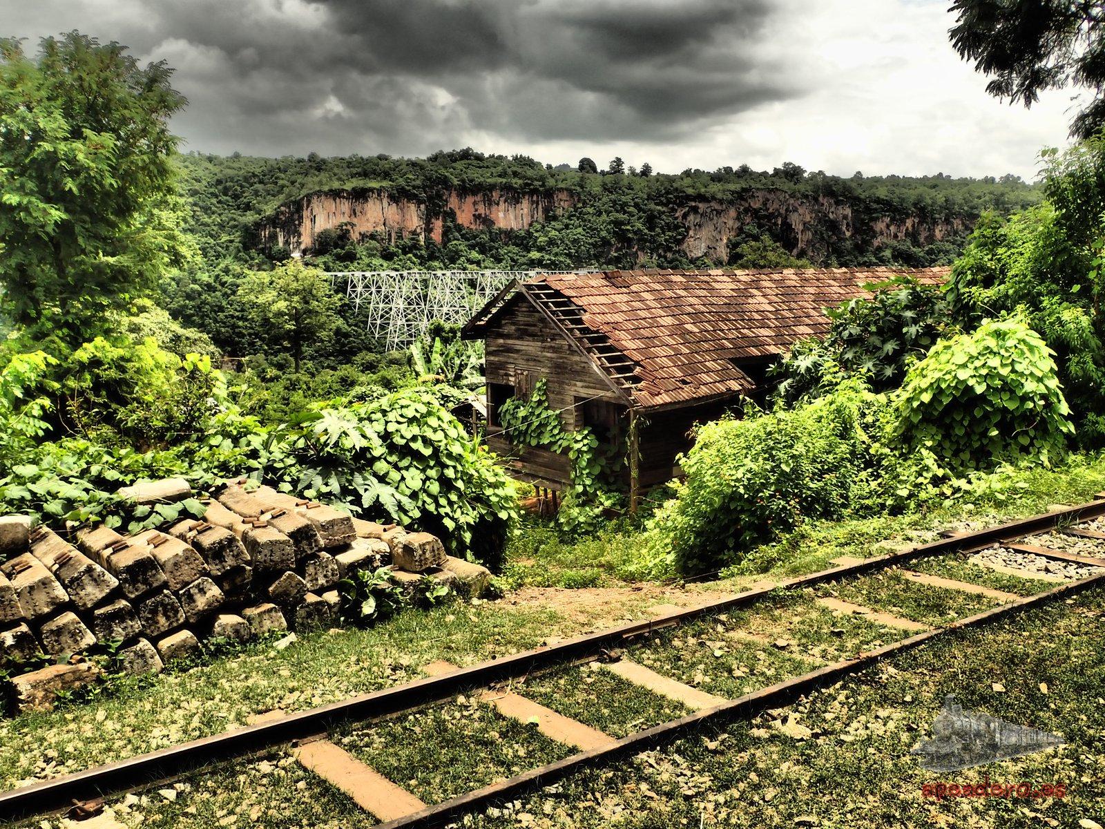 Estación de tren abandonada en el recorrido entre Mandalay y Pyin Oo Lwin