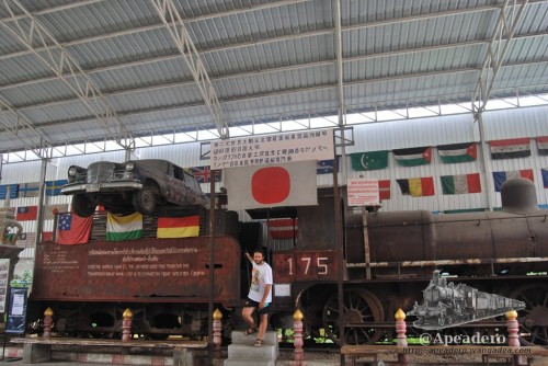 Junto al puente, hay un museo en el que se puede ver esta locomotora de los tiempos de la guerra.