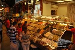 El Gran Bazar es la última parada, te puedes quedar aquí si quieres y volver en taxi o bus.
