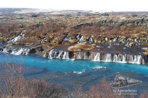 El intenso color azul de Hraunfossar nos hizo coger fuerzas para abordar la durísima jornada de hoy.