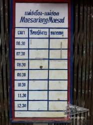 Cartel que está en la estación de Mae Sariang con los horarios a Mae Sot. Tampoco son muy fiables, a veces se saltan frecuencias...