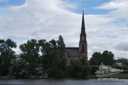 Al otro lado del río está esta típica iglesia. Al lado, el hostel en el que estuvimos en nuestra anterior visita.