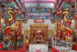 Mae Sot es un crisol de culturas, punto de paso principal hacía Birmania desde Tailandia. Tiene algunos templos realmente espectaculares, como este de inspiración china.