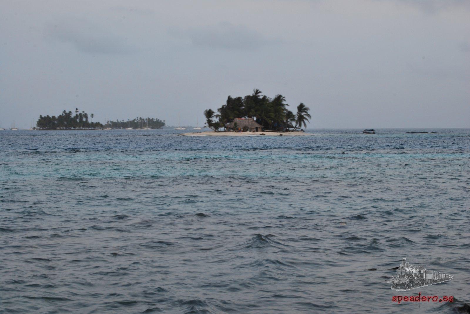 La isla pequeña a espaldas de Perro Chico con una única familia que la gestiona.