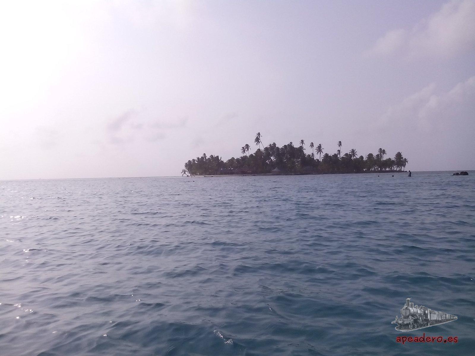 Las islas de San Blas son tan solo pequeños bancos de arena con unas decenas de palmeras y rodeadas de mar. Un lugar impresionante e imperdible.