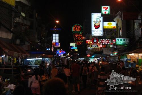 Khao San es la esencia misma de Tailandia, pero exagerada y desenfrenada. No puede existir un mejor final para un día en la ciudad.
