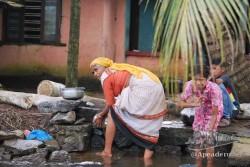 La vida en los backwaters se puede ver muy bien gracias a que la mayoría del tiempo se navega por canales estrechos.