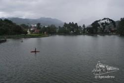 Mae Hong Son es un pueblo alrededor de un lago.