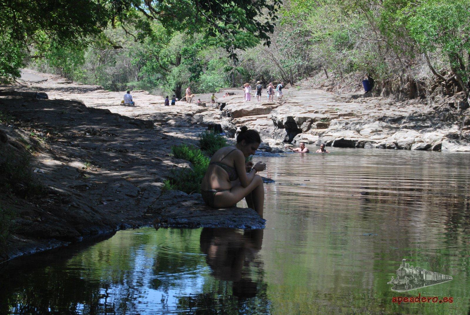 Los Cangilones de Gualaca son una zona muy tranquila dónde puedes refrescarte, saltar desde el acantilado y nadar.