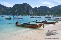 En cualquier parte de la costa de Tailandia encontrarás cientos de Long-tails, son la forma de vida de gran parte de los tailandeses.