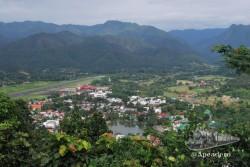 Desde lo alto de la montaña las vistas de Mae Hong Son estremecen.