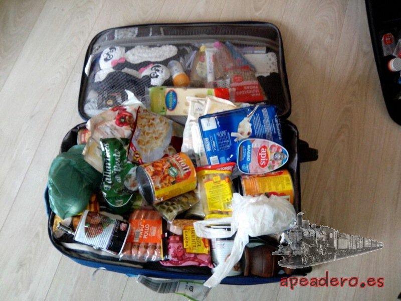 Una maleta llena de comida es un ahorro considerable. En teoría hay unos límites a la hora de entrar comida al país, en la práctica nadie te dice nada.