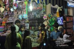 El mercado cubierto de Madurai cobra vida al atardecer y es un magnífico lugar dónde comprar libros, telas y souvenirs.