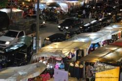 El mercado nocturno es caro, entre otras cosas, porque está justo al lado de los hoteles de lujo.