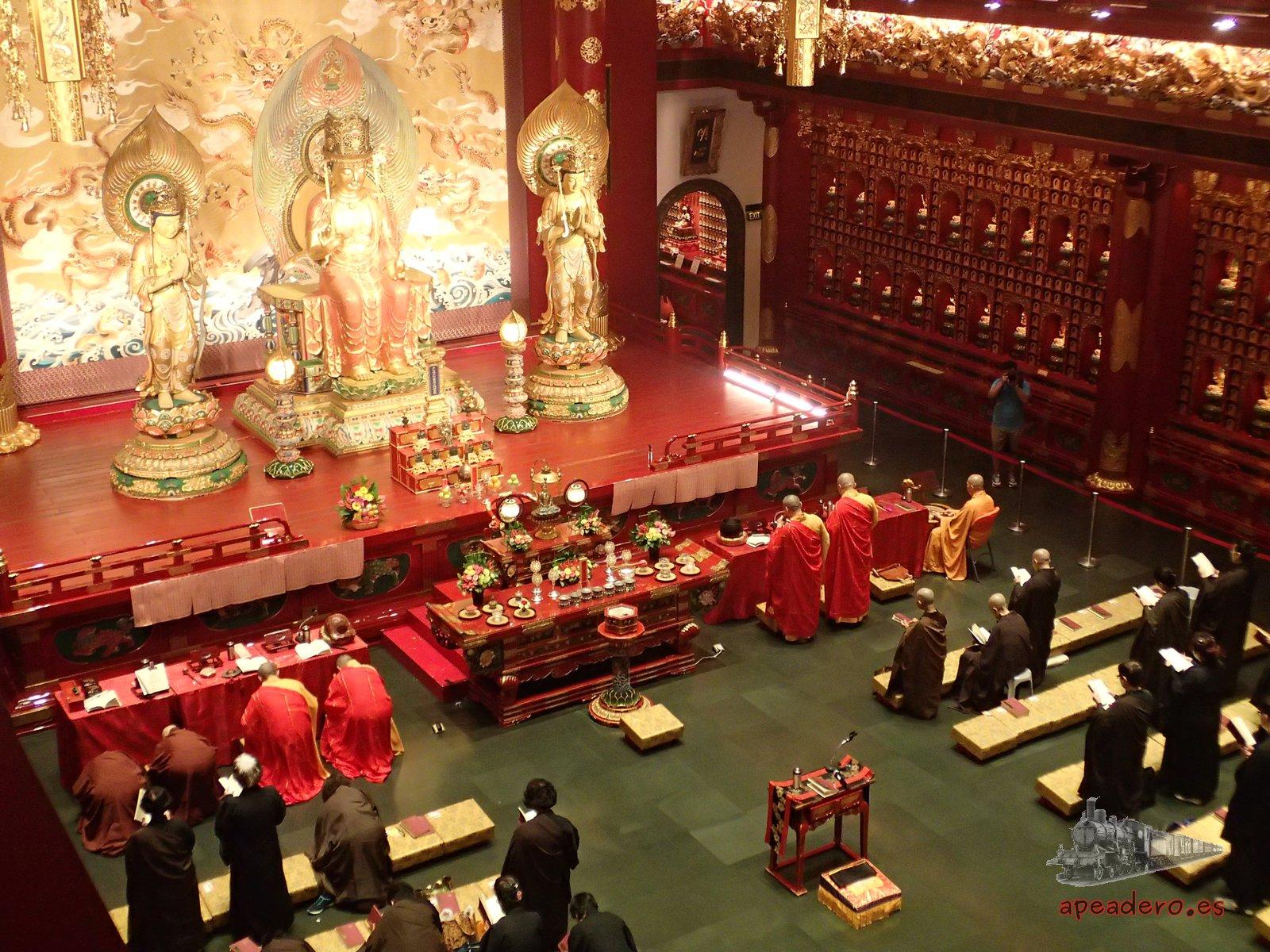 Más cosas gratis que puedes hacer, como visitar los templos.