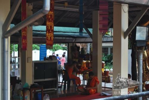 Es posible ver a los monjes trabajar la plata en uno de los templos de Chiang Mai.