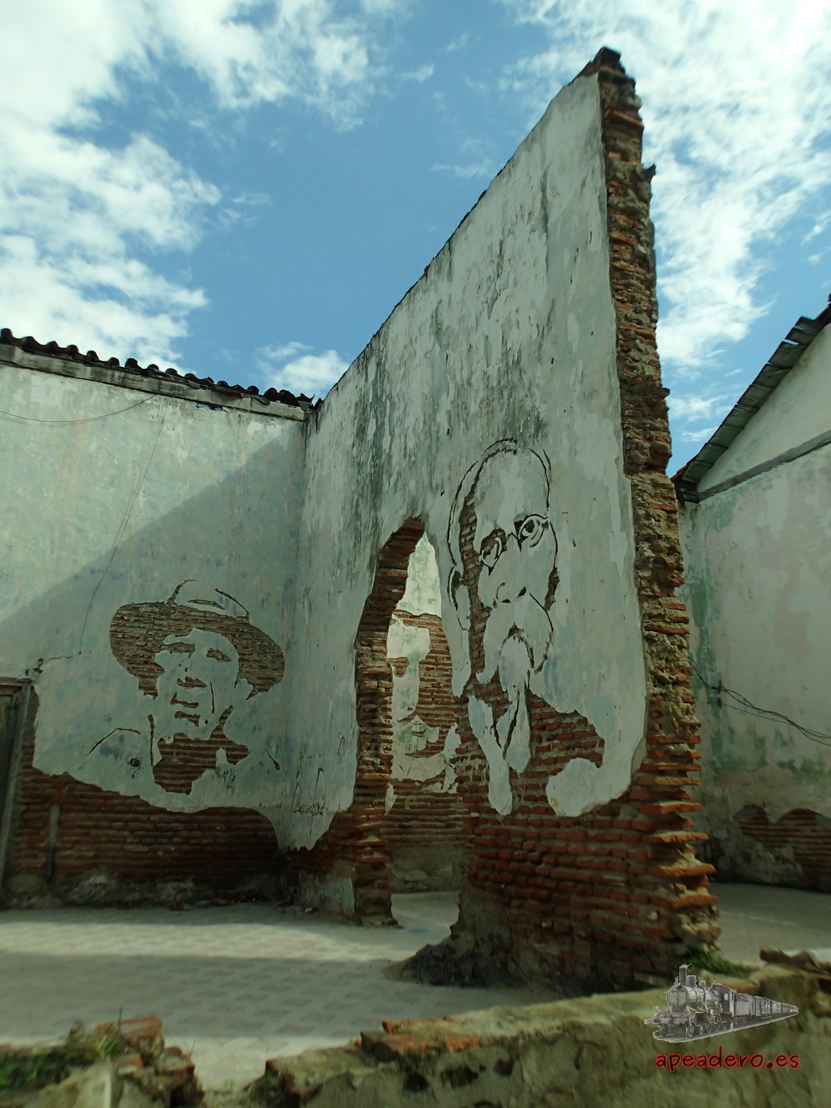 En cualquier ciudad, en cualquier rincón, dónde menos te lo esperas surge una pincelada de arte. Cuba es tierra de artistas.